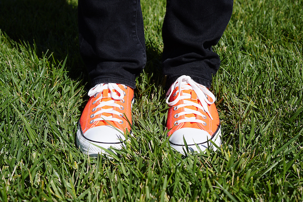 hober's bright orange shoes, this time with a color profile embedded